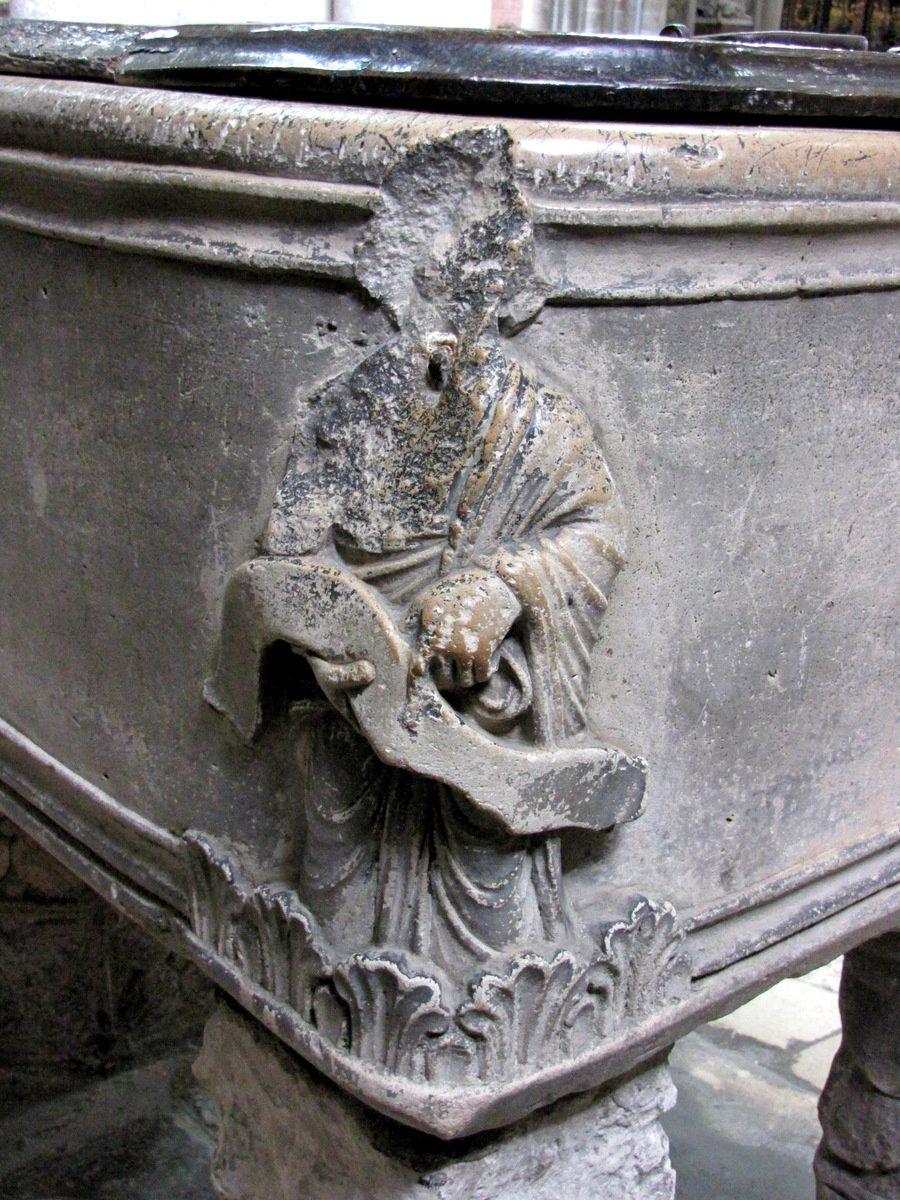 La cuve baptismale de la cathédrale d'Amiens