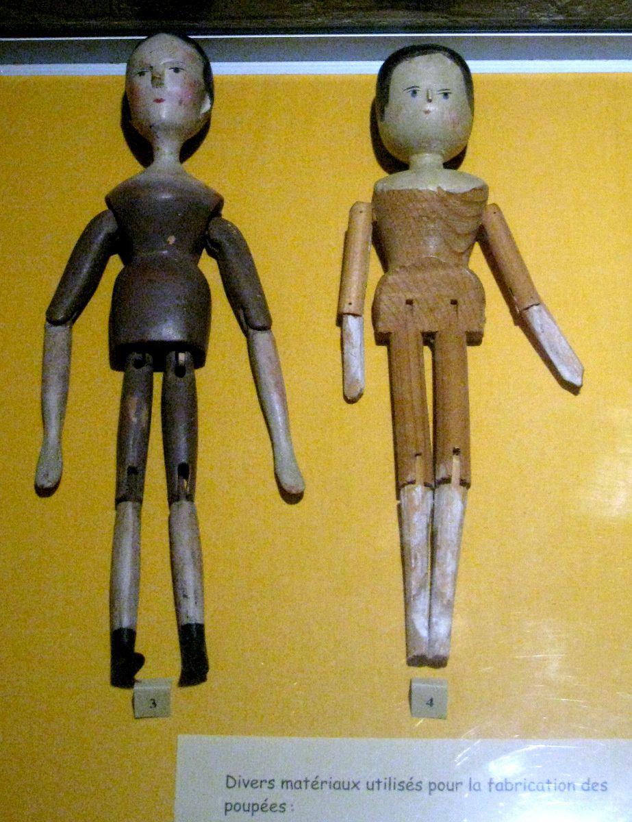 Divers matériaux utilisés pour la fabrication des poupées
