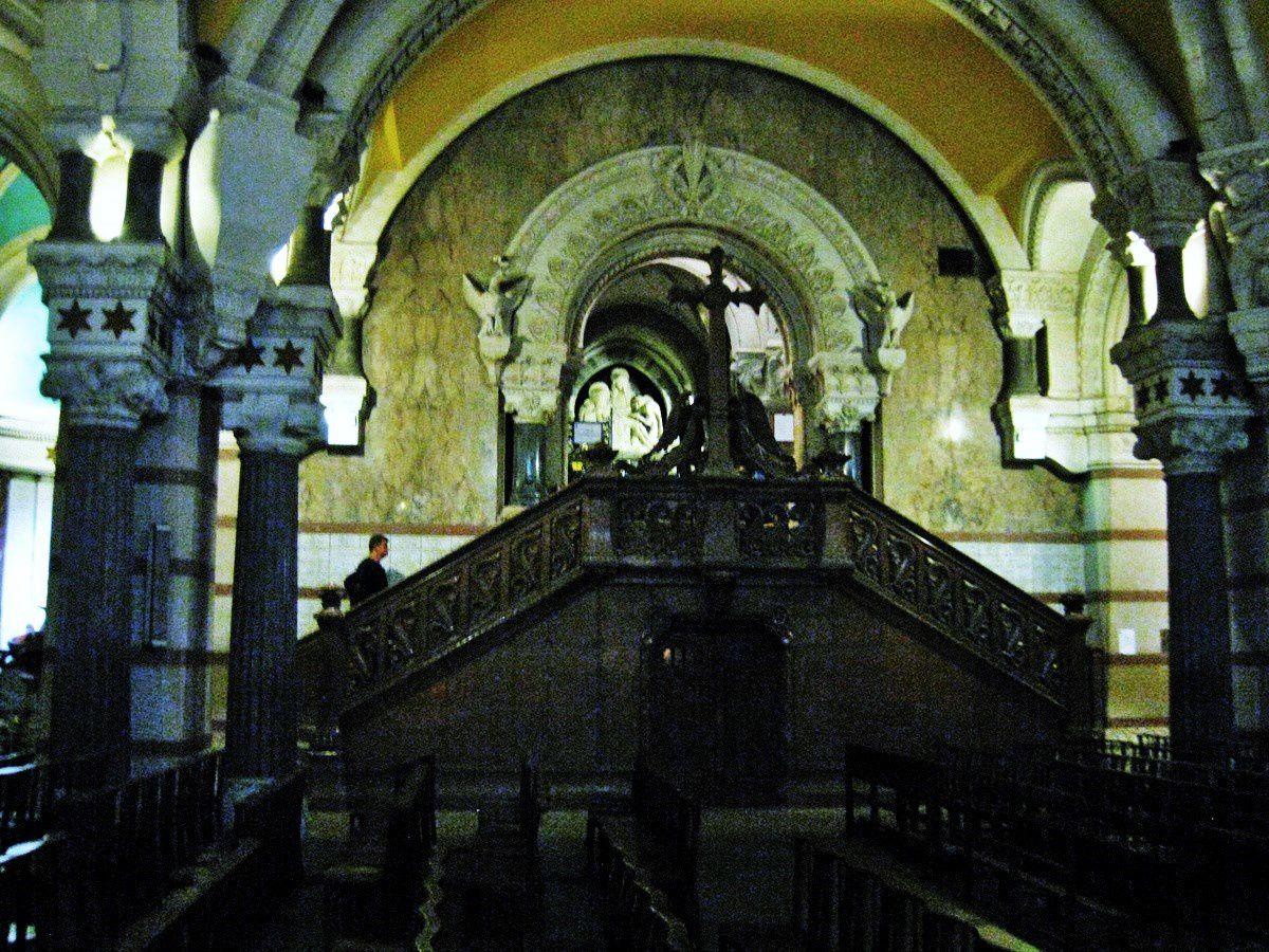 La Crypte de la Basilique de Fourvière (1/3)