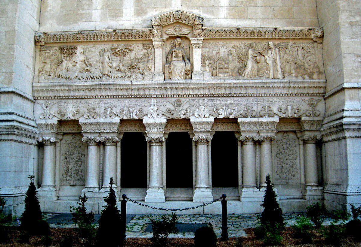 Bas-reliefs de la face nord de la Basilique de Fourvière