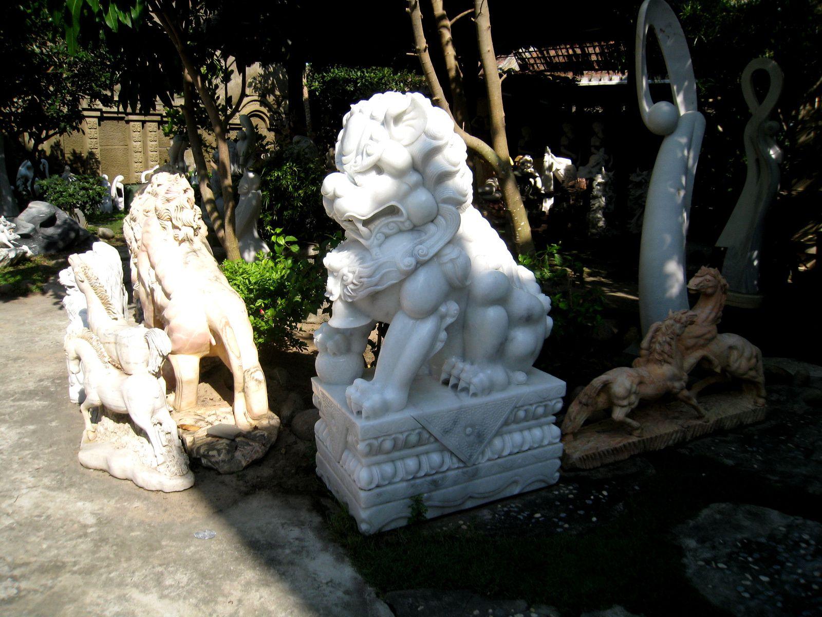 Marbrerie à Non Nuoc (Vietnam), lions et éléphants