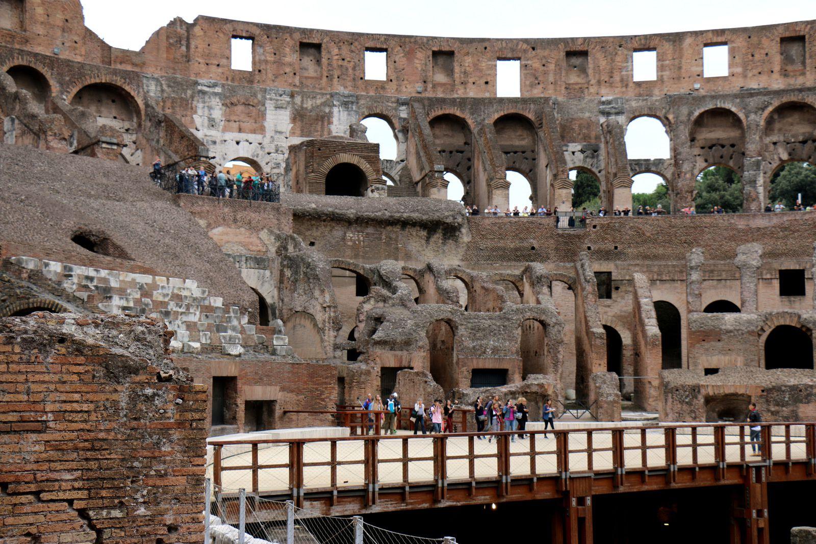 L'intérieur du Colisée de Rome
