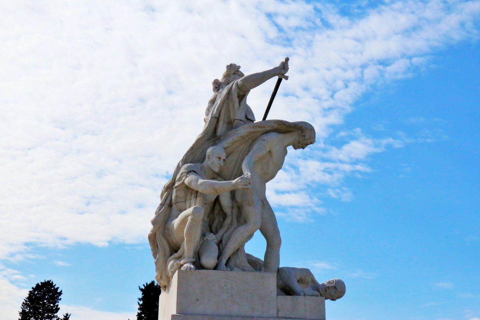 Groupes sculptés (1/2) du monument à Victor-Emmanuel II (Rome)