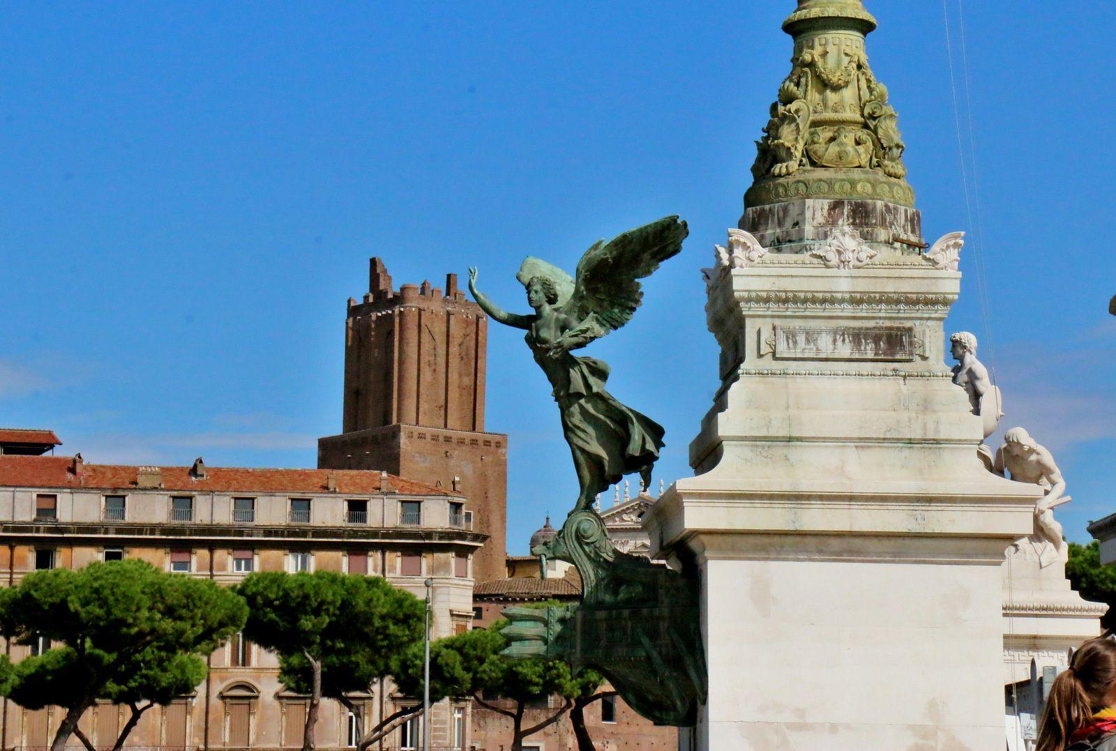 Groupes sculptés (2/2) du monument à Victor-Emmanuel II (Rome)