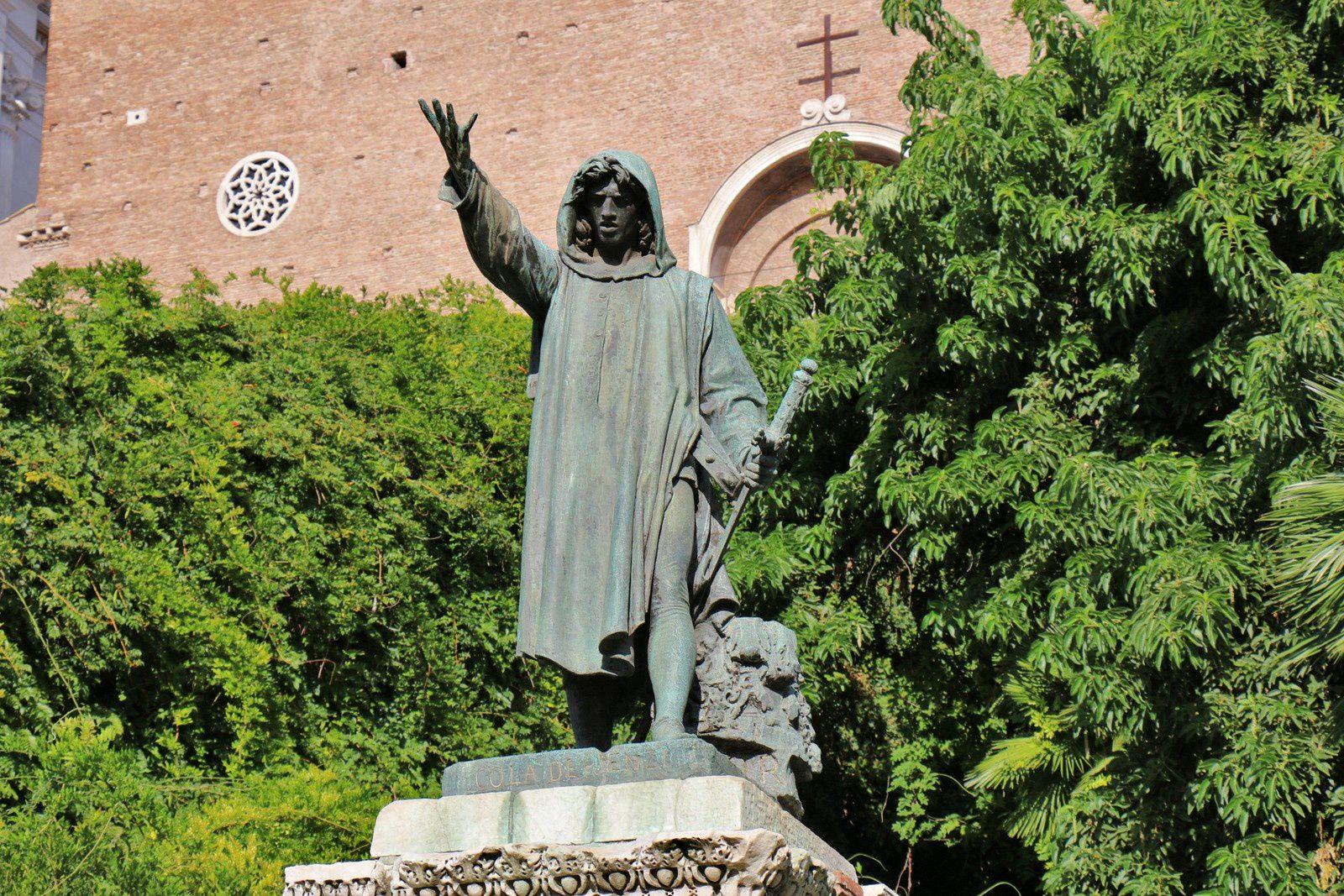 Statue de Cola di Rienzo, Rome