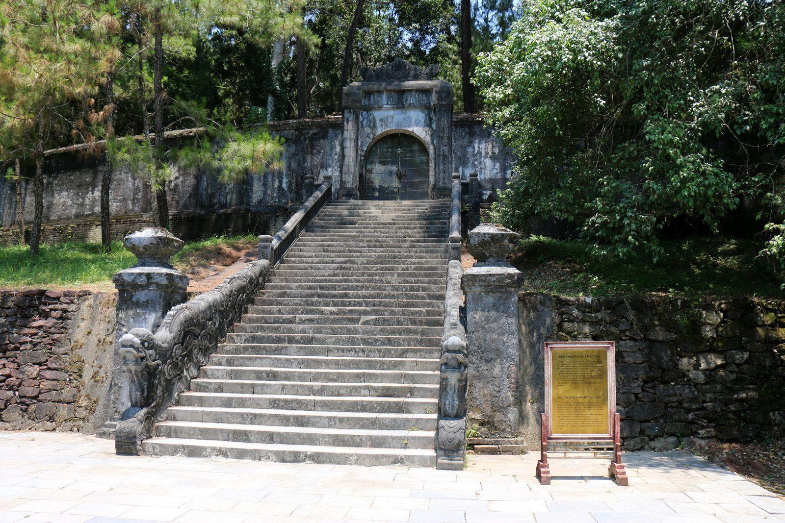 Buu Thanh (l'enceinte du tombeau), tombeau de l'empereur Minh Mang