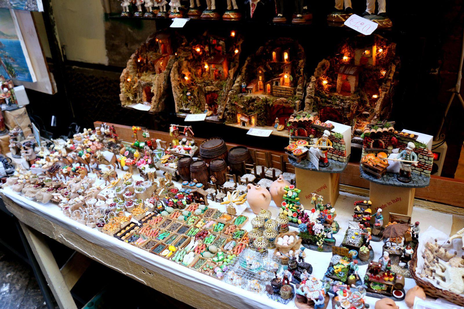 Boutiques de crêches, de santon, etc ... (Naples)