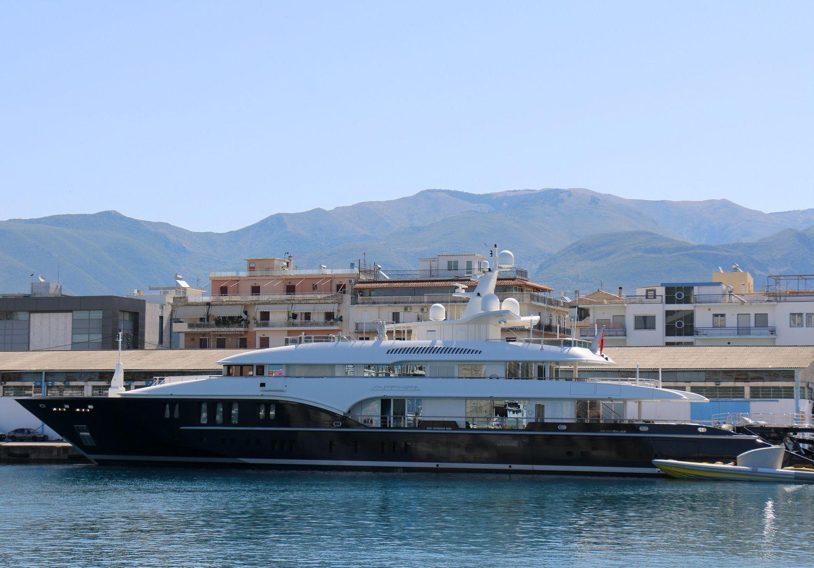 Sapphire et Albatros II, navires dans le port de Kalamata (Grèce)