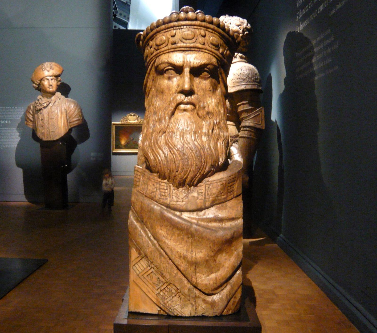 Bustes de Napoléon, Charlemagne, Henry IV et  Duquesne (figures de proue)