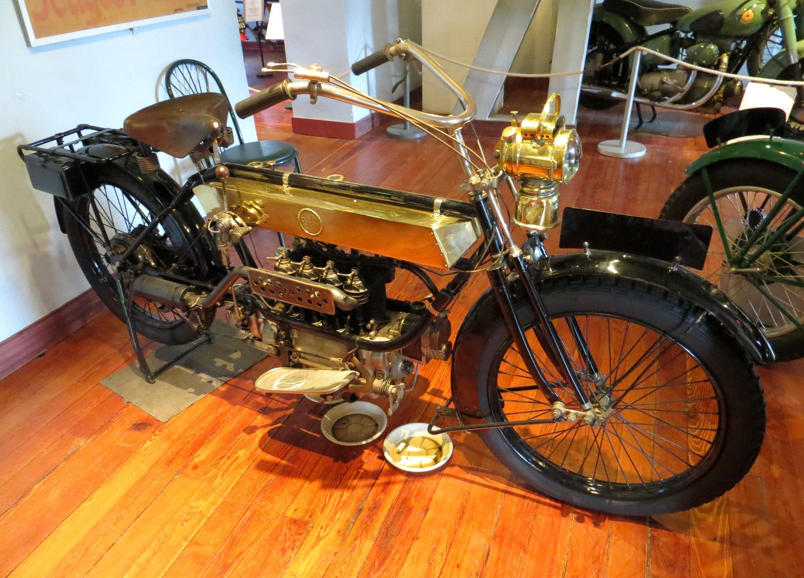 Fabrique Nationale Belge, moto 700cm3 à 4 cylindres de 1921