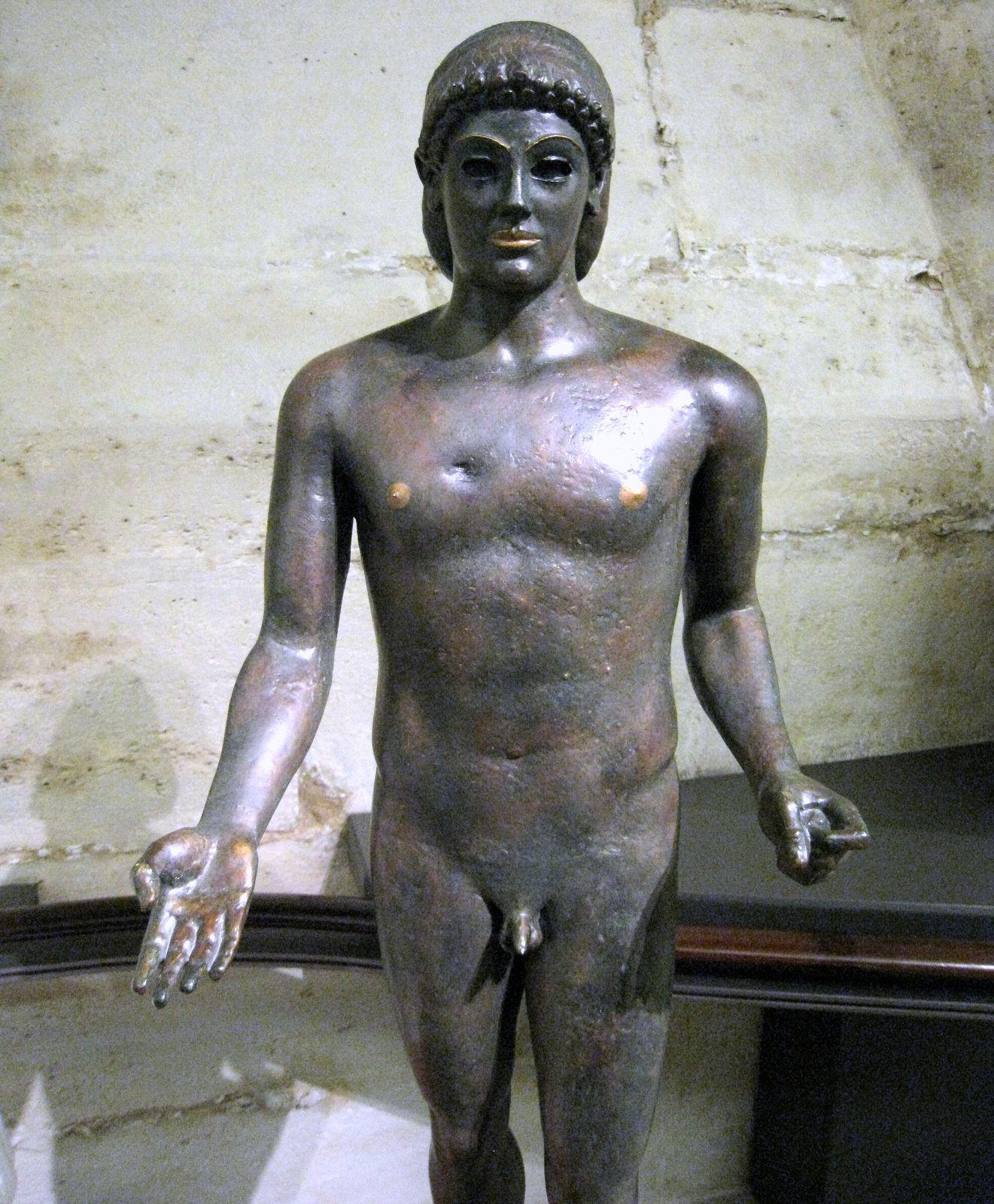 Aphrodite retenant sa draperie et Apollon de Piombino