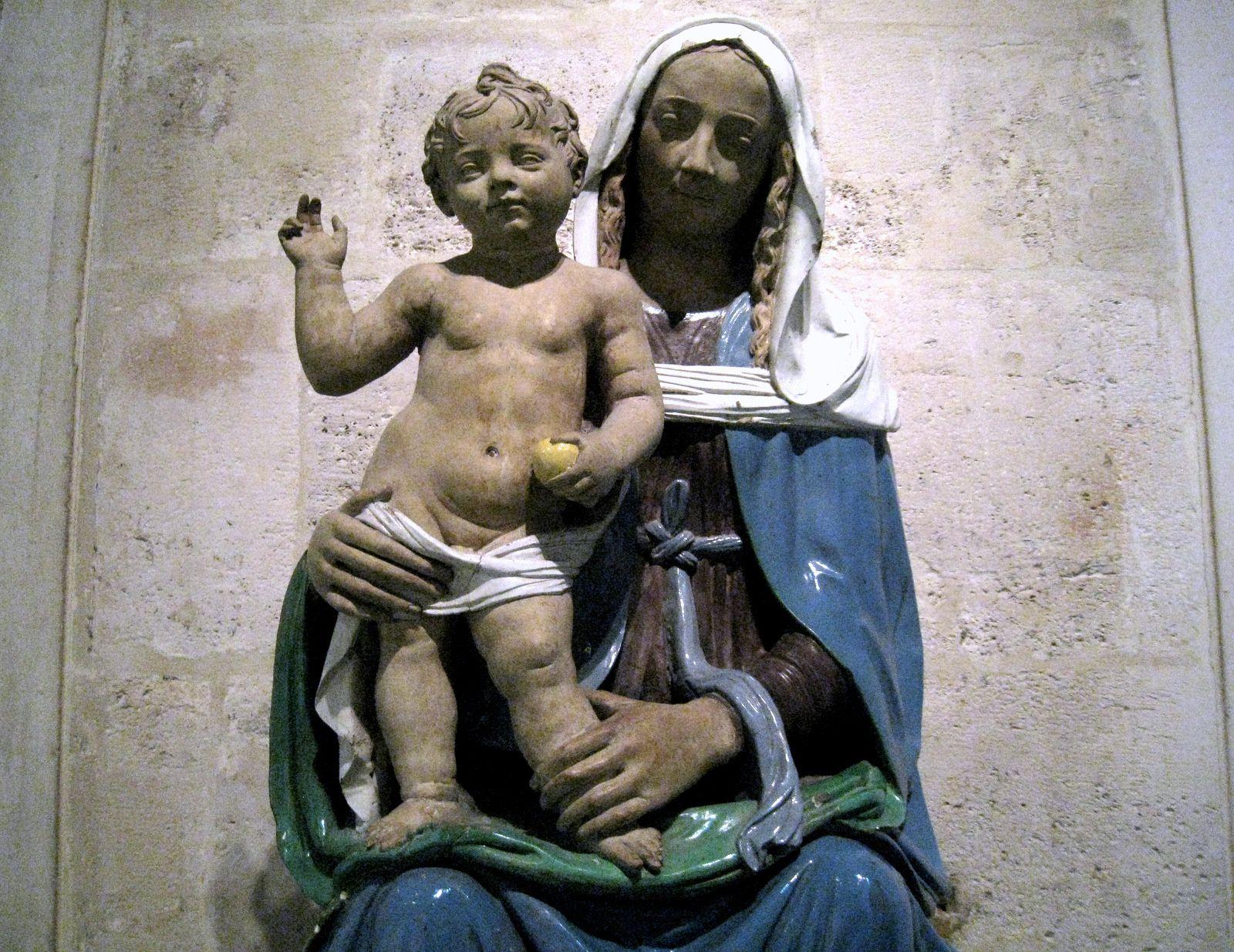 Santi Buglioni, La Vierge assise tenant l'Enfant debout sur le genou droit