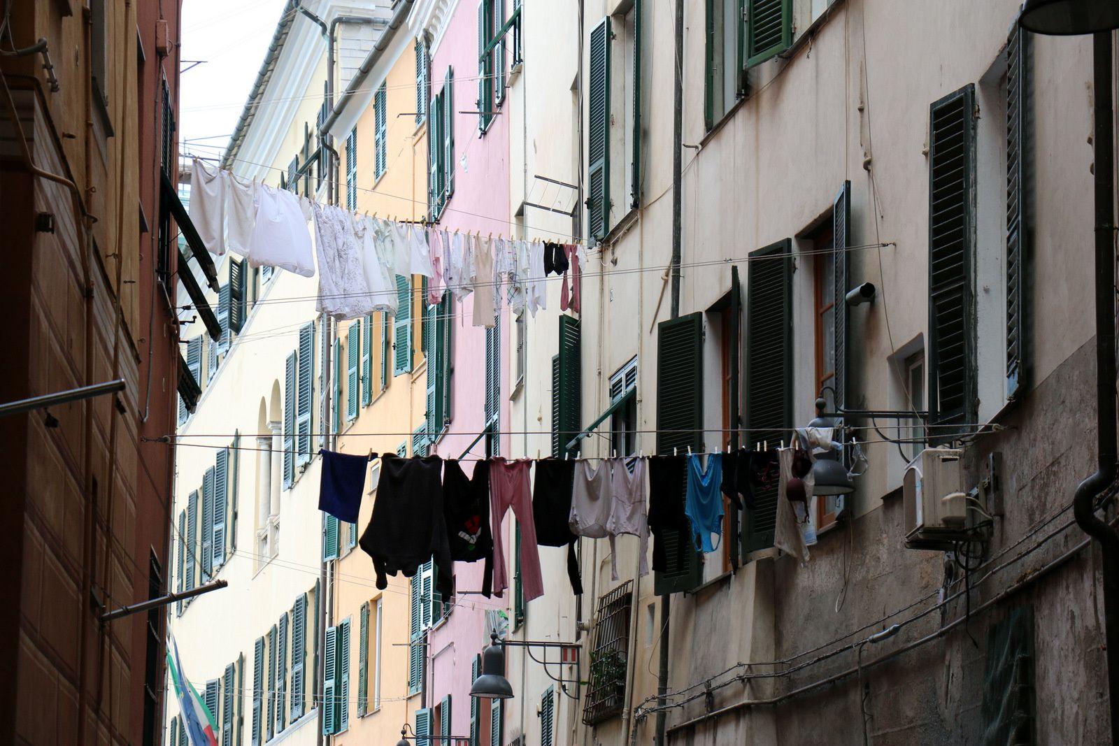 Dans les ruelles de Savone (porte du palazzo Gentil Ricci), Italie