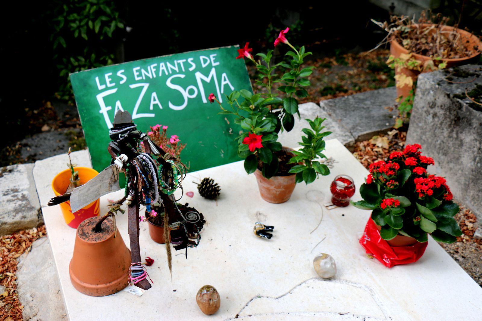 Claude Chabrol et Mano Solo, cimetière du Père Lachaise