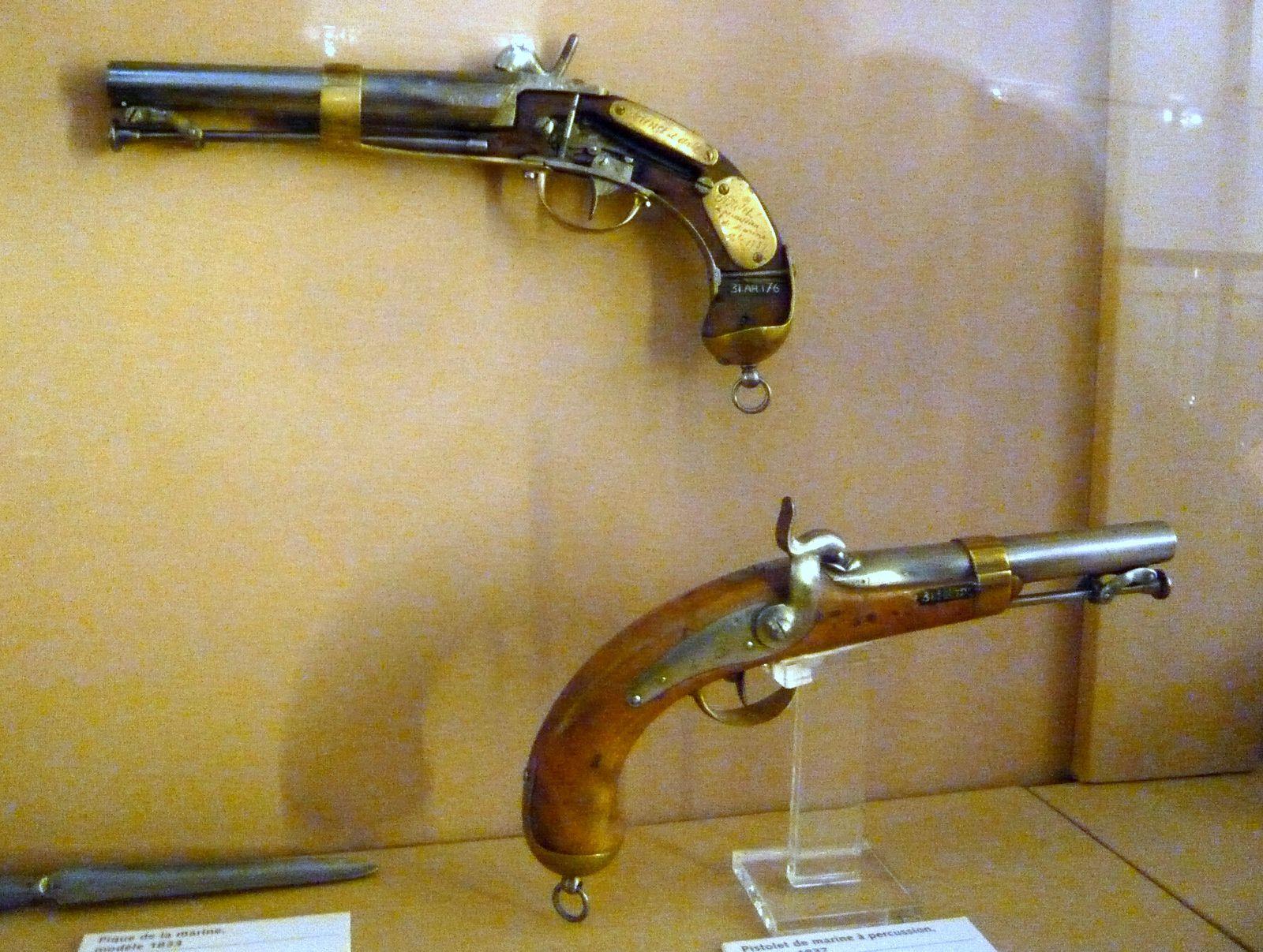 Espingole, pistolets à silex ou à percussion, obusier de 36