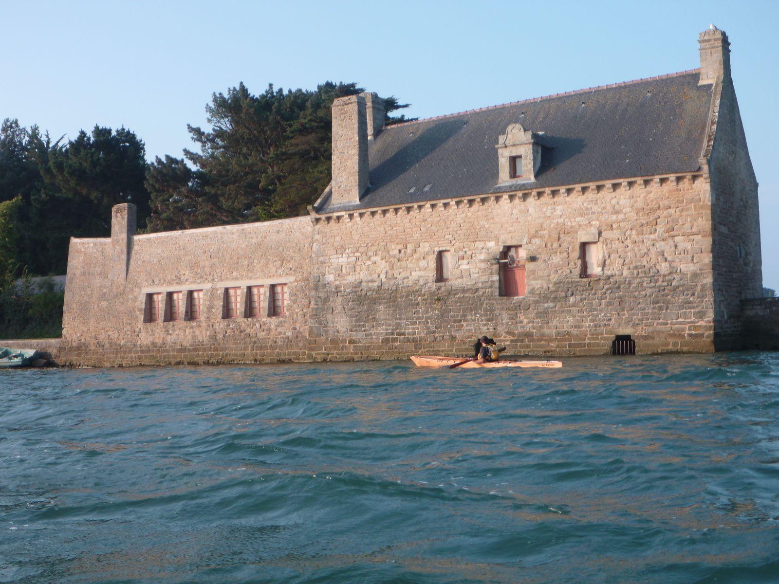 Le moulin à marée, le kayak en bois était de rigueur pour illustrer la photo