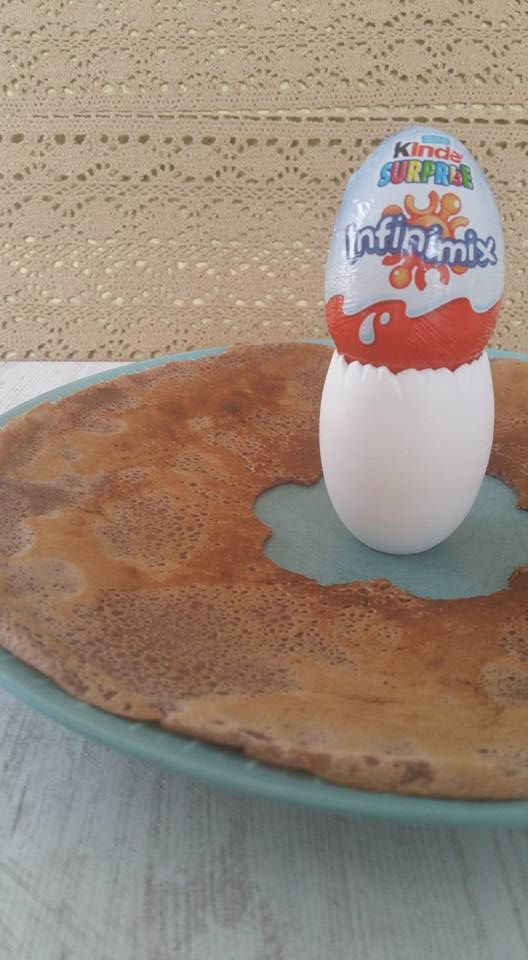 Crêpes chocolatées au Kinder surprise