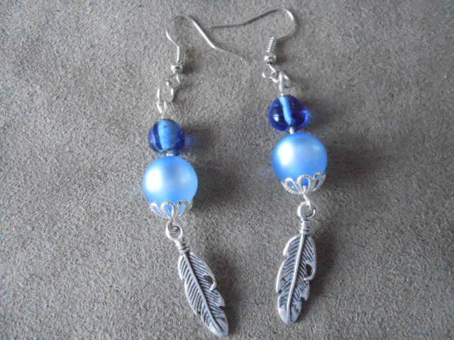 Boucles d'Oreilles Perles bleues &amp&#x3B; plumes