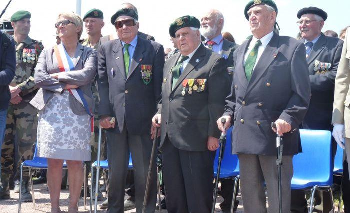 Trois membres du Commando Kieffer, réunis en 2013 à Ouistreham pour le 69e anniversaire du Débarquement
