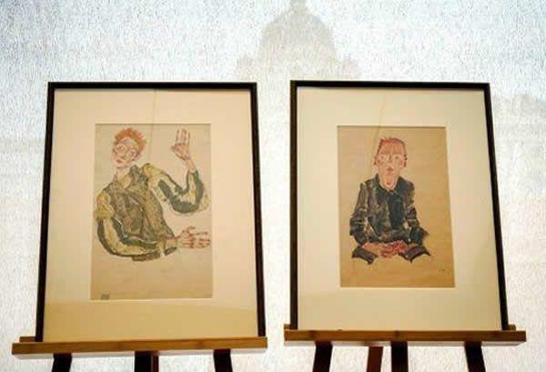 Deux dessins d'Egon Schiele, «Garçon assis avec les mains croisées» et «Autoportrait aux coudières» vont prochainement être restitués à sa propriétaire, Eva Zirkl