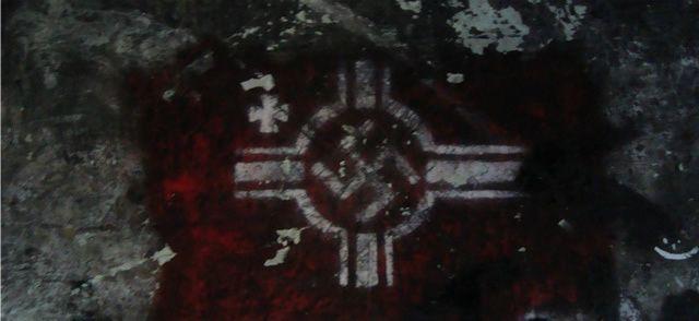 Croix gammée dans un bunker à Klaipėda, en Lituanie