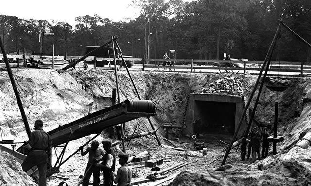 Workers reshaping Berlin's Tiergarten district in around 1938