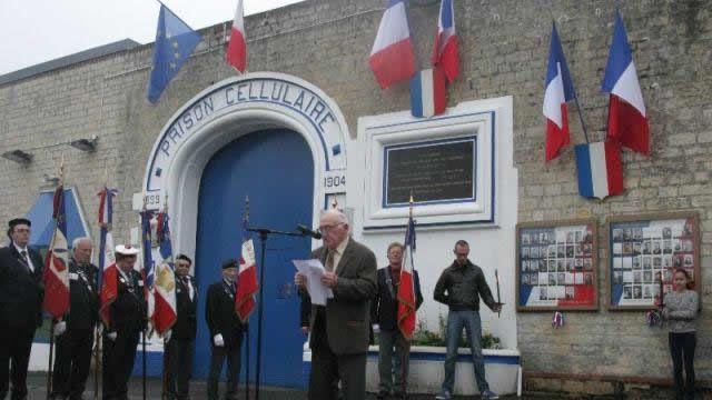 La cérémonie en hommage aux prisonniers fusillés le 6 juin 1944 s'est déroulée ce lundi 6 juin 2016, à 9 h 15, devant la maison d'arrêt de Caen