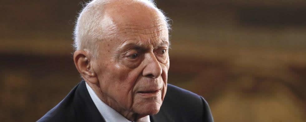 """Cinq jours après sa mort à 85 ans, l'ancien Premier ministre socialiste Michel Rocard, théoricien de la """"deuxième gauche"""", reçoit jeudi un triple hommage"""