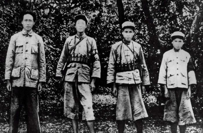 Mao Zedong (left) with Red Army soldiers in Ruijin, Jiangxi province, in november 1931