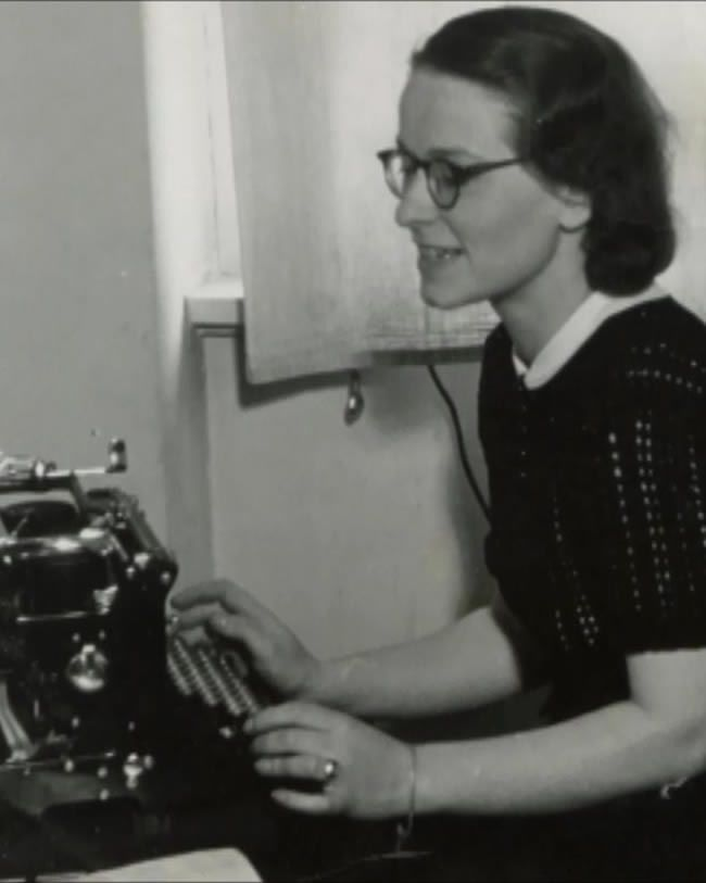 Brunhilde Pomsel at her typewriter