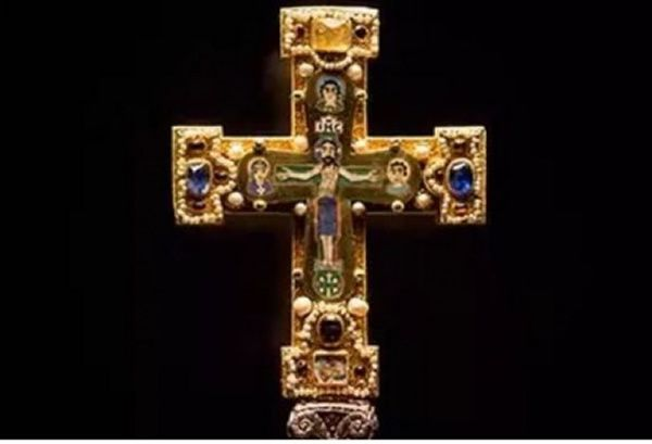 One of the medieval crucifixes included in the Welfenschatz collection | Photo credit: AP