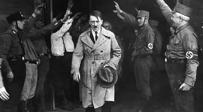 Les dernières paroles d'Hitler avant son suicide : &quot&#x3B;Si j'avais la chance de vivre encore et de diriger l'Etat, je prendrais toujours exemple sur Staline&quot&#x3B;