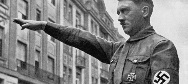 Cita Hitler e Goering su Facebook Oscurato il Manipolo d'avanguardia