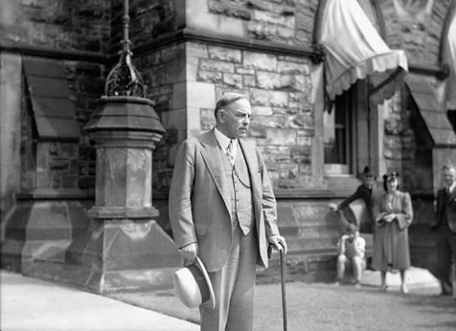 King seen leaving his office on September 3, 1939, soon after receiving news of the United Kingdom's declaration of war against Germany