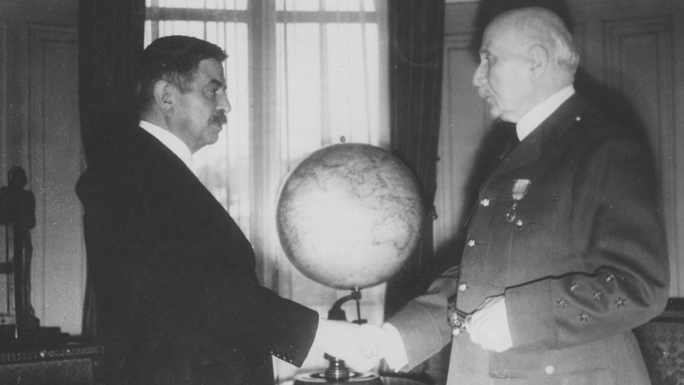 Philippe Pétain, chef de l'État, Pierre Laval, président du Conseil. Le premier a fini sa vie en détention, le second a été fusillé.