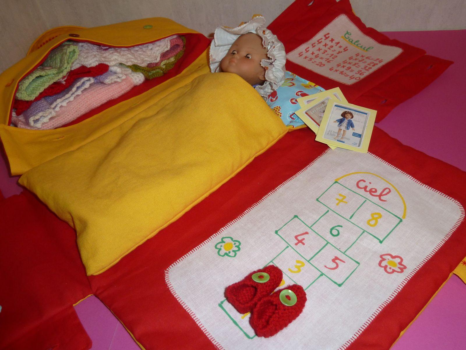 Sac-chambre-lit jaune et rouge pour poupée chérie de Corolle