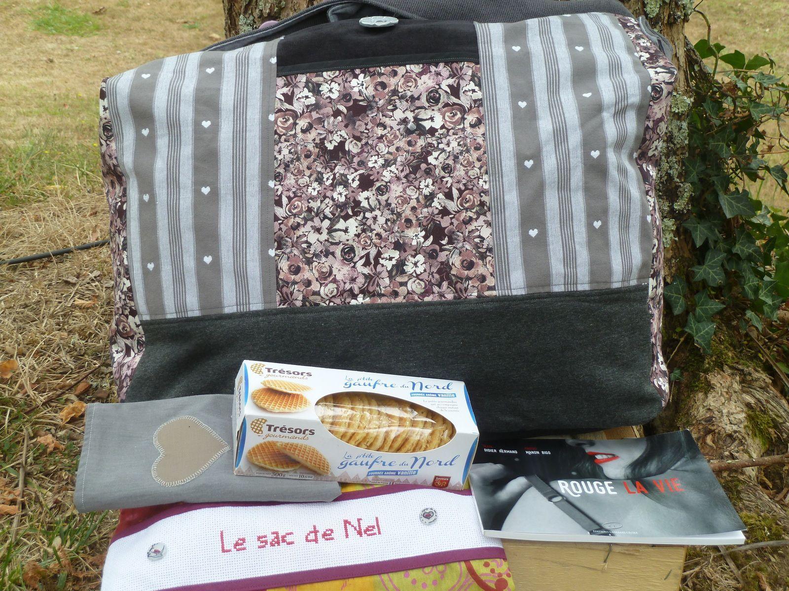 N°200 Le voyage du sac-à-cadeaux pour Miss ChaDaNel