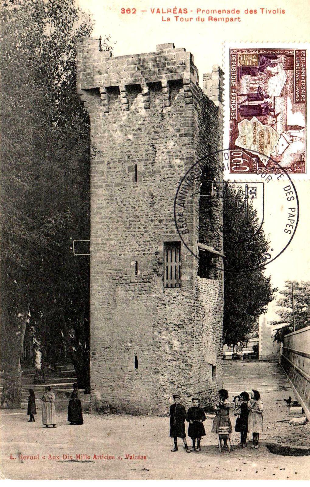 Ce teimbre de 1948 commémorant le 650° anniversaire de l'Enclave des Papes est apposé sur une carte postale manifestement plus ancienne.