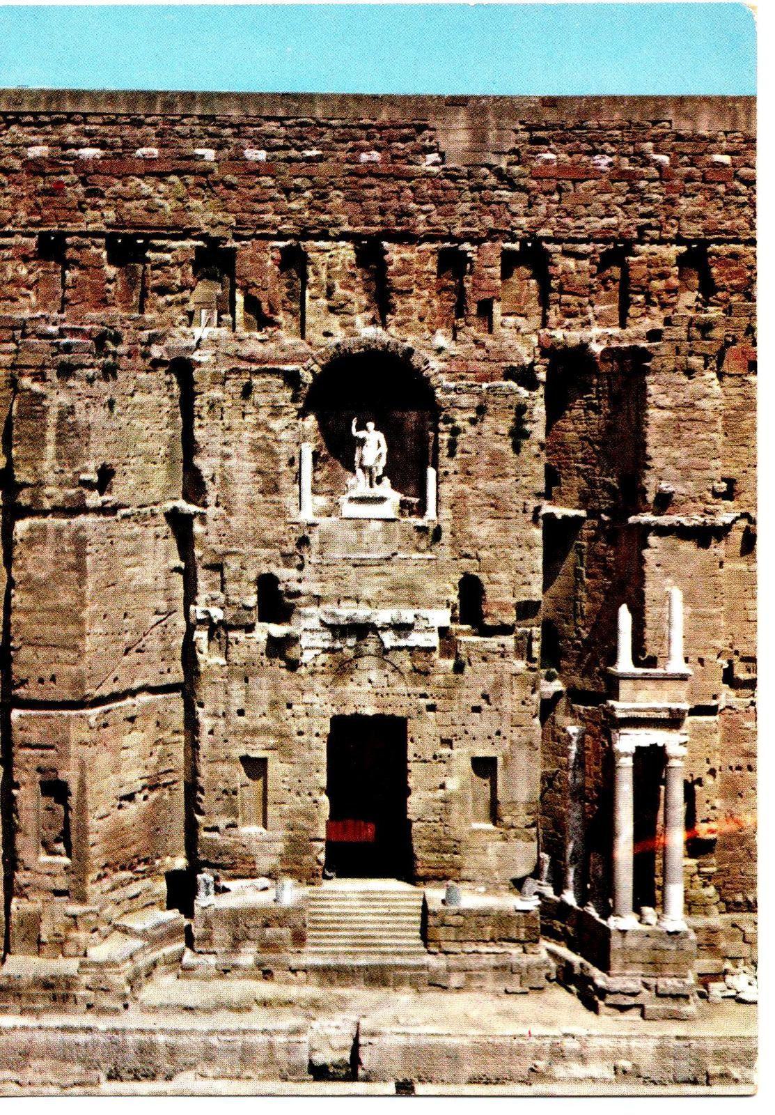 Le théâtre romain, longtemps appelé le cirque.