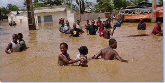 1257) Pendant ce temps ? Le peuple reste les pieds dans l'eau…
