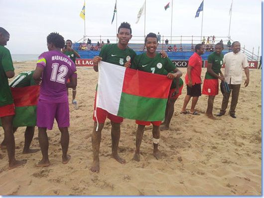 1277) Ils sont sur le toit africain du beach…