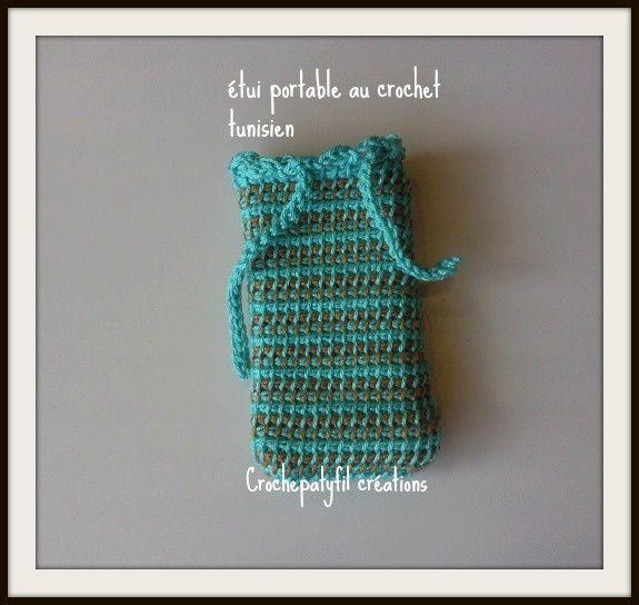 une pochette turquoise et ocre au crochet tunisien