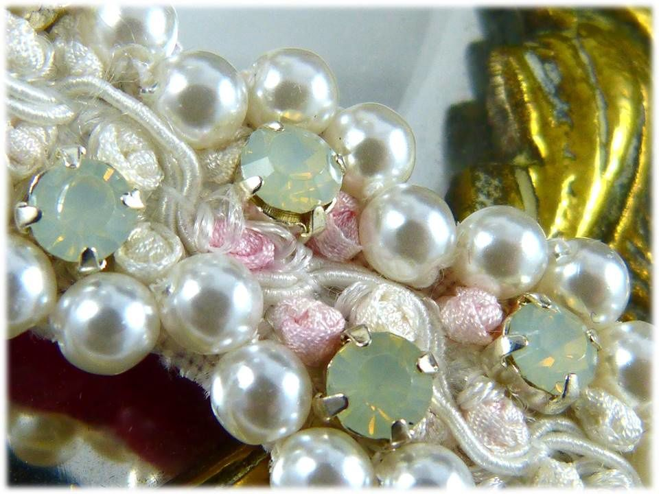 De retour de Versailles...bijoux brodés Marie & Toinette...