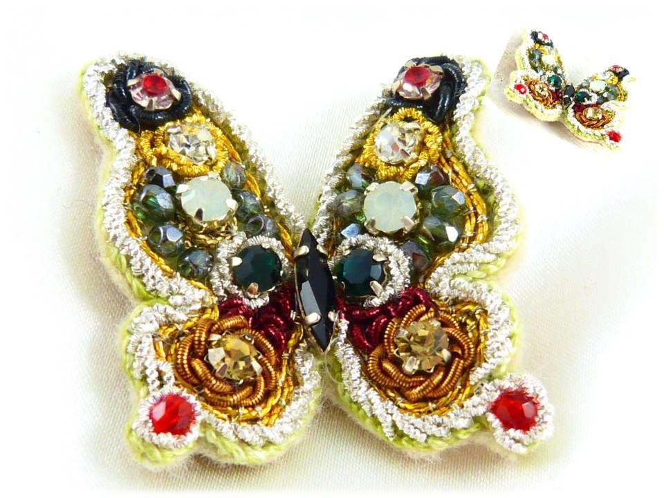 Point de couchure sur fil or, cannetille frisée argent, caramel, or, argent,rouge.Strass 4 mm, perle facette. Navette strass noire.