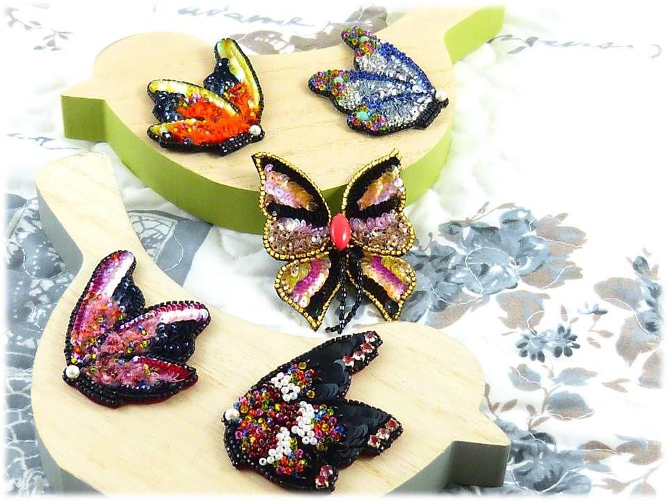 Papillons de profil & de face.