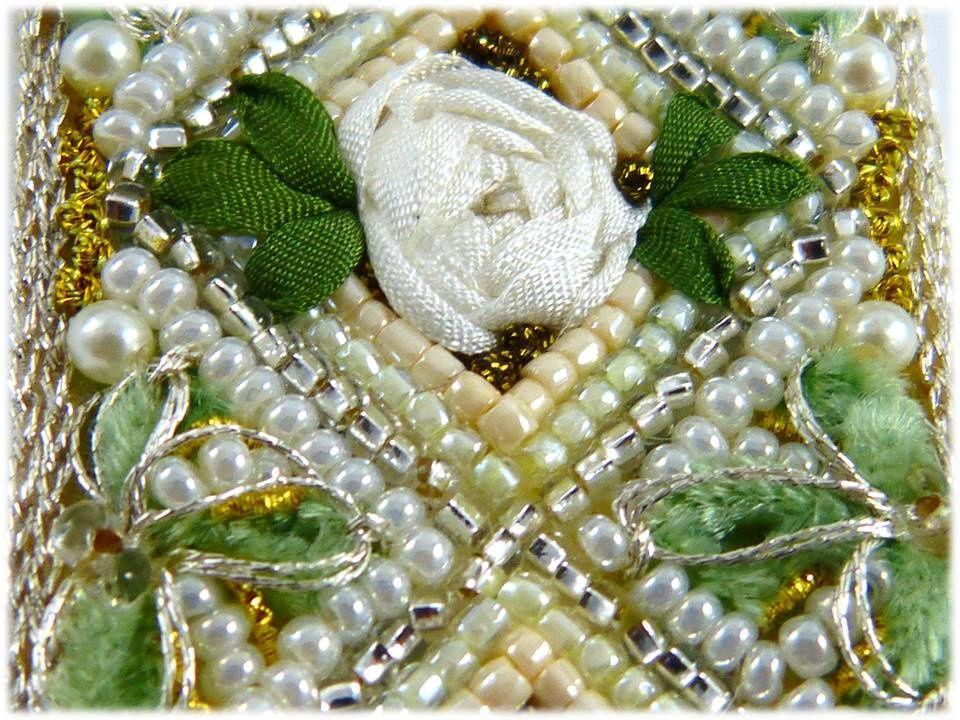 Rose blanche symbole d'humilité, pureté & innocence.