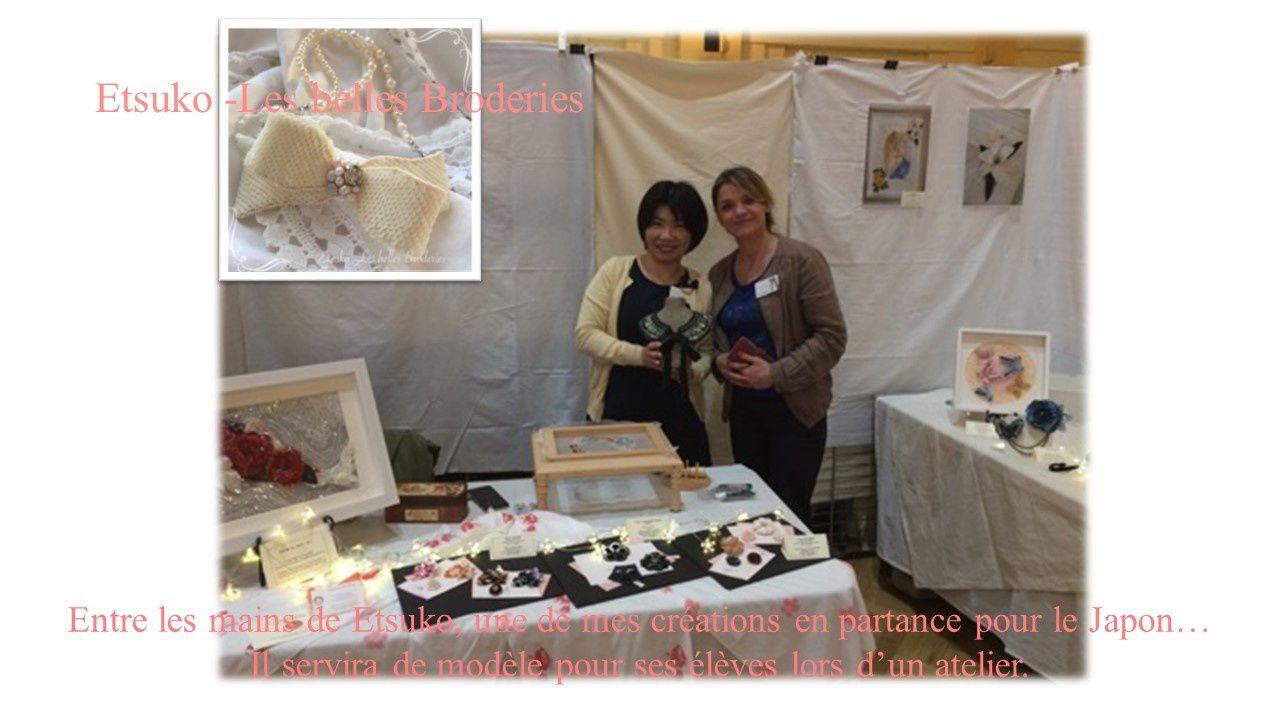Estuko qui repart au Japon avec mon collier qui servira de modèle lors d'un atelier pour ses élèves...