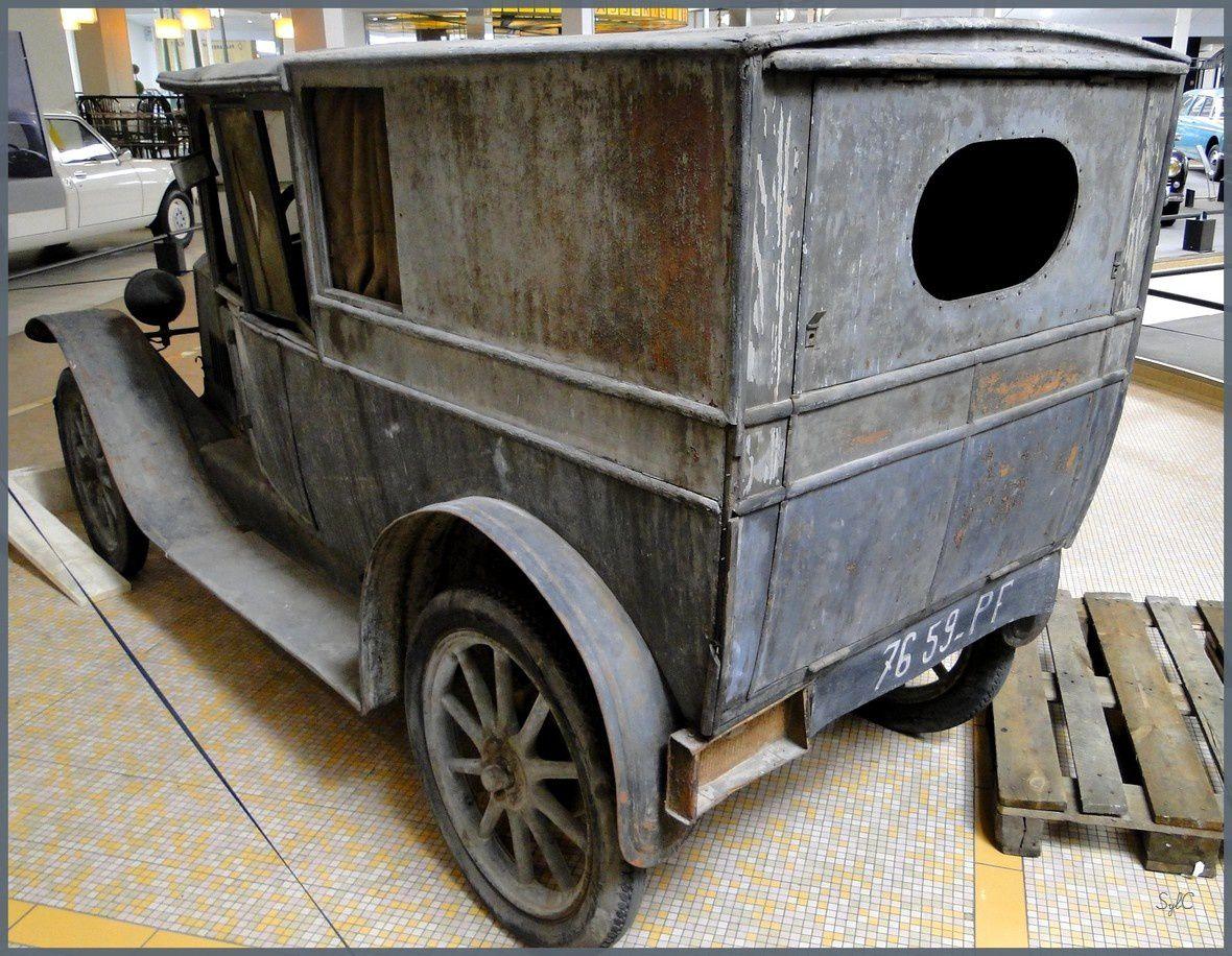 Une Peugeot emmurée pendant 70 ans...