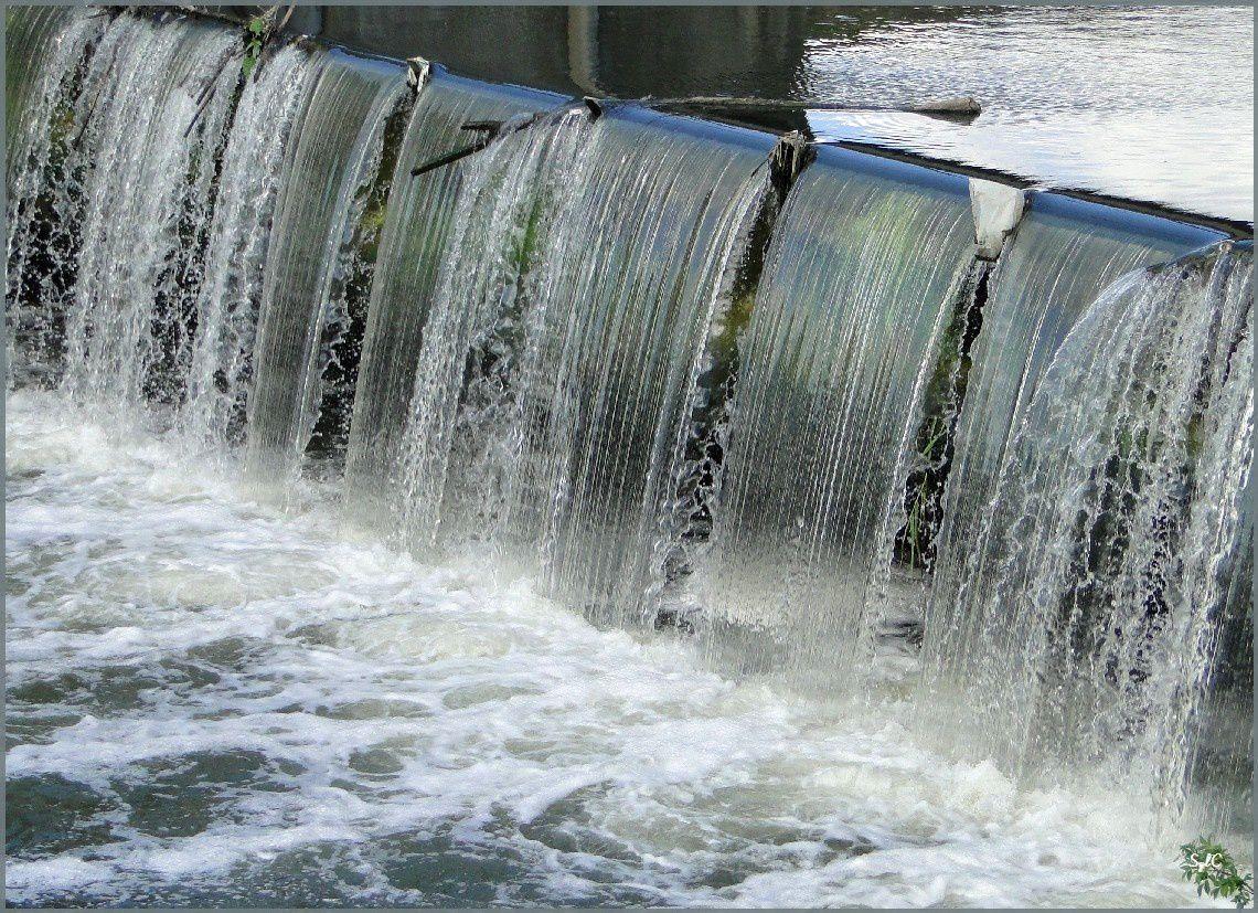 Rideau d'eau sur un petit barrage...