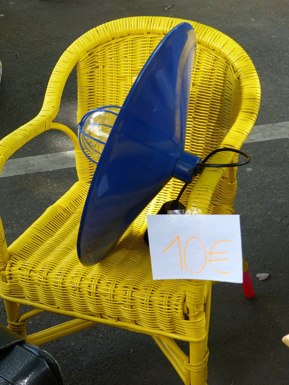 Et même que mon ami Christophe achète les vieilles comme c'est écrit sur son stand ! (Dernière photo).